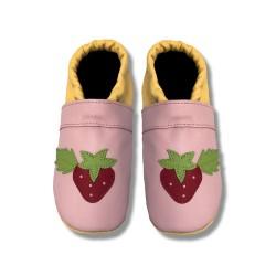Krabbelschuhe mit Erdbeere 1